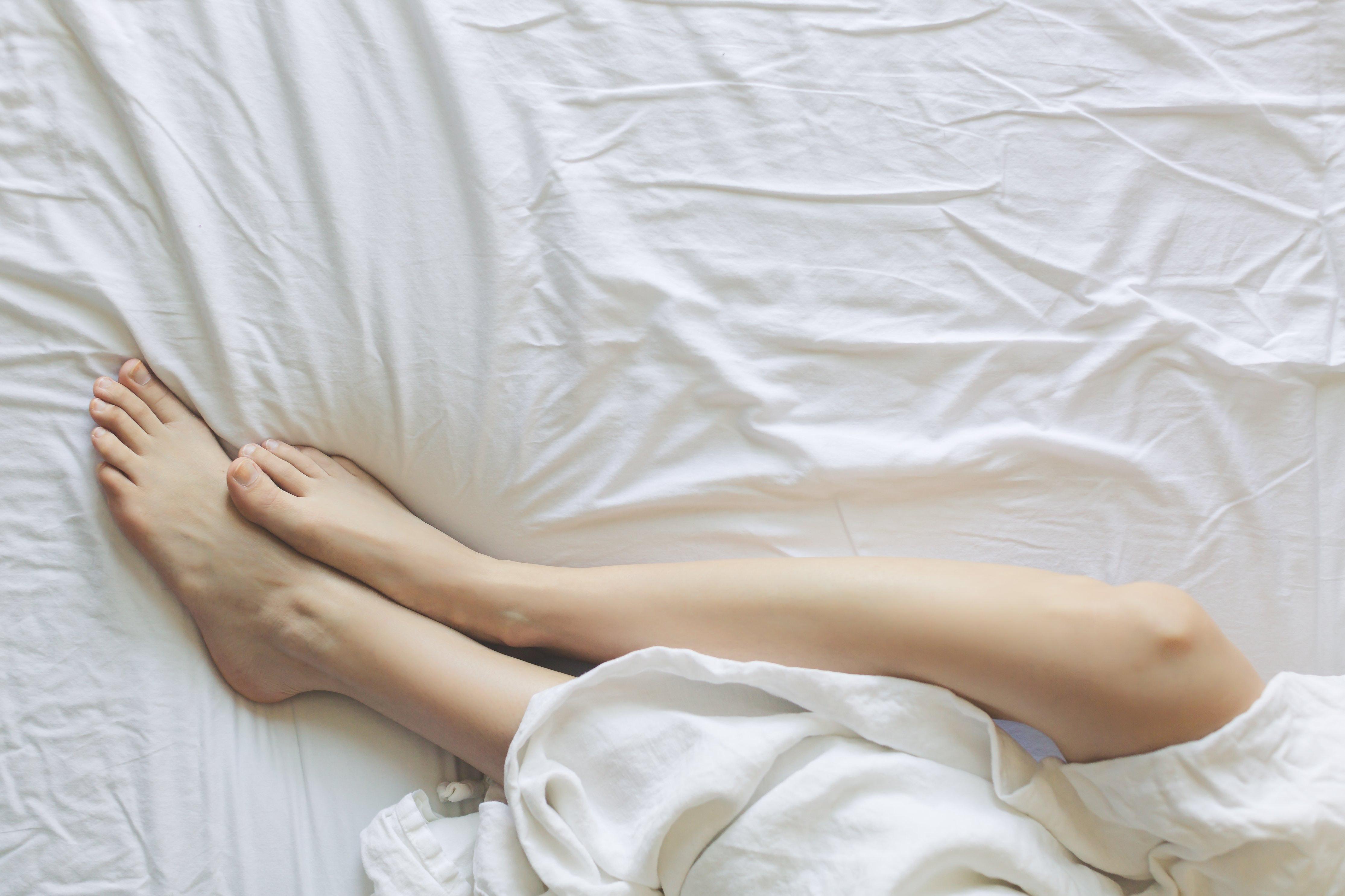 bed-bedroom-blanket-545015